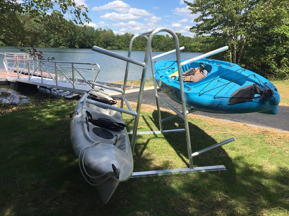 aluminum-kayak-rack-lake